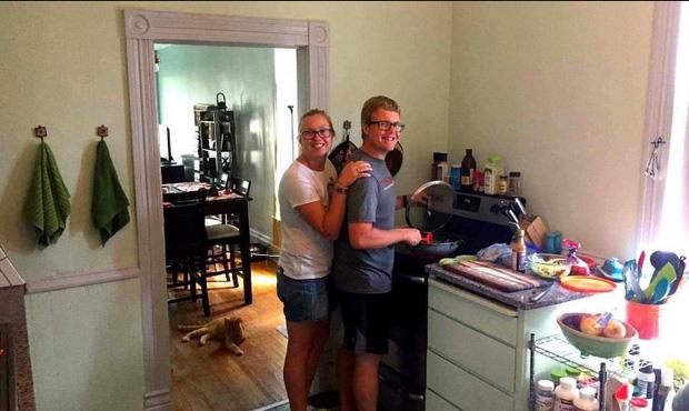 Cùng nhau nấu ăn tại nhà giúp cặp đôi thêm gắn bó và dễ dàng kiểm soát lượng calories nạp vào.