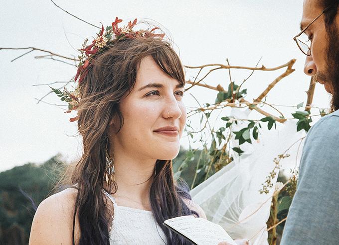 Tôi muốn đám cưới của mình sẽ thật thân mật, thoải mái, chúng tôi có thể tự do bày tỏ tình cảm dành cho nhau mà không có ai nhận xét và không theo lịch trình cứng nhắc. Việt Nam là điểm đến mà chúng tôi vô cùng yêu thích, đặc biệt là vịnh Lan Hạ hoang sơ, cô dâu Rachel chia sẻ.