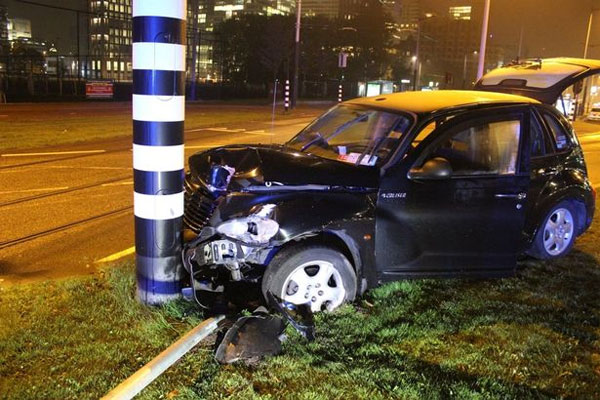 Xe chở Aguero gặp tai nạn