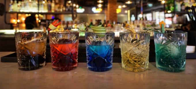 Ngoài ra, bạn còn sẽ được thưởng thức 5 loại cocktail đặc biệt tượng trưng cho 5 mệnh ngũ hành: Kim, Mộc, Thủy, Hỏa, Thổ tại Mot Hai Bar chỉ với 299.000VND++/người cho 5 loại cocktail. Đặt trước 10 ngày giảm 10%
