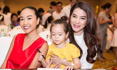 Trương Ngọc Ánh quấn quýt bên con gái lai của Đoan Trang