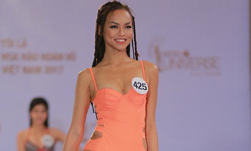 Mai Ngô gây sốc khi yêu cầu giám khảo Hoa hậu 'google search' thông tin về mình