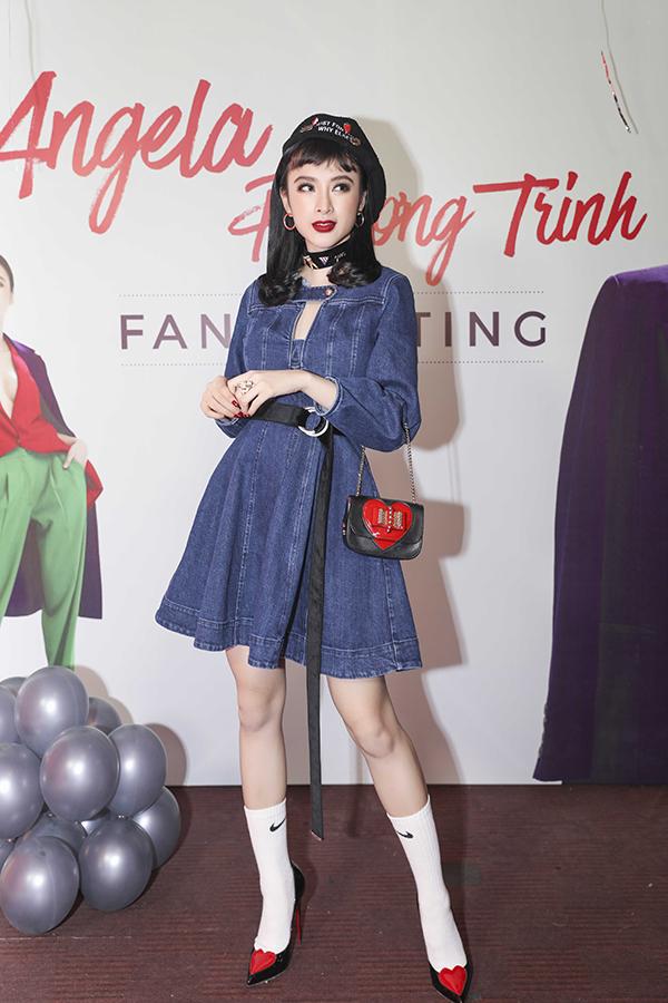 fan-gia-gai-mac-sexy-len-tang-hoa-angela-phuong-trinh-1