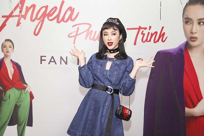 fan-gia-gai-mac-sexy-len-tang-hoa-angela-phuong-trinh-2
