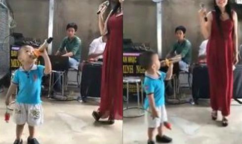 Màn song ca 'Gõ cửa trái tim' của bé trai 3 tuổi gây ấn tượng