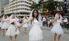 Hơn 60 người tham gia nhảy flasmob ra mắt phim 'Ngày mai Mai cưới'