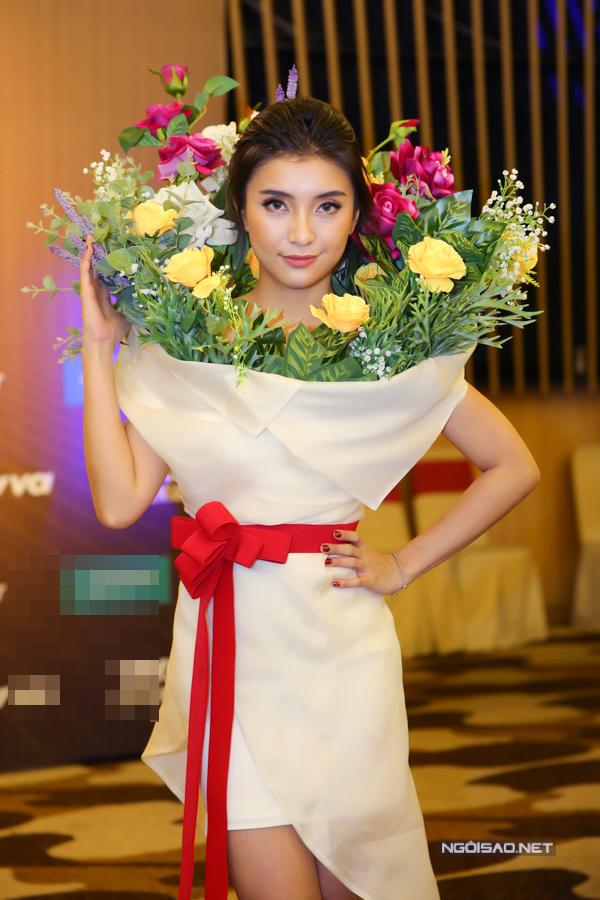 stylist-cua-tieu-chau-nhu-quynh-lap-lung-chuyen-lam-vay-nhai-cho-co