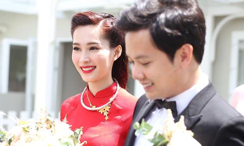 Đặng Thu Thảo rạng rỡ lên xe hoa về nhà chồng