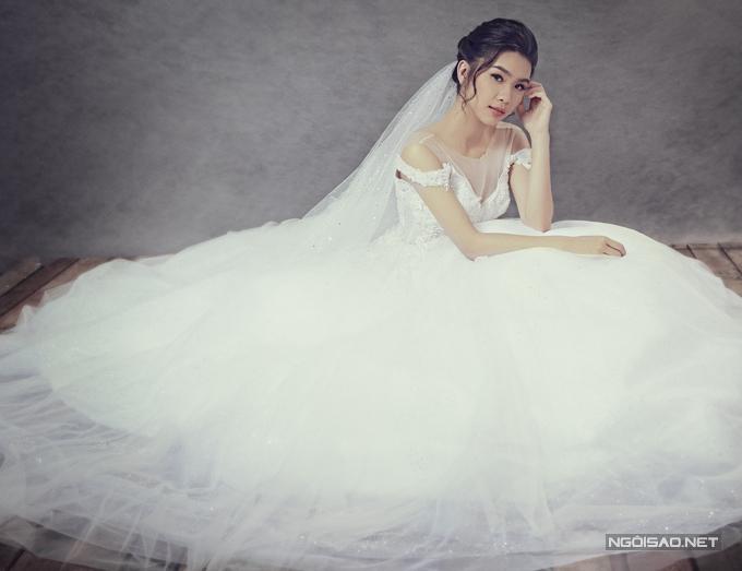 nhung-kieu-vay-long-lay-cho-tiec-cuoi-mua-thu-5