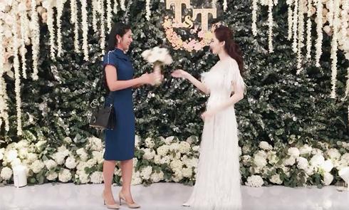 Thu Thảo tung hoa cưới cho Ngọc Hân sau hôn lễ cổ tích