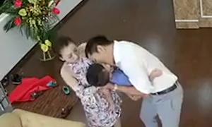 Ông bố được thán phục vì kịp thời sơ cứu con ngừng thở