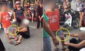 Người phụ nữ túm quần bé trai ăn vạ, đòi bồi thường sau va chạm giao thông