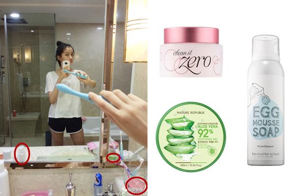 Trong một bức ảnh selfie của Quan Hiểu Đồng, Sáp tẩy trang Clean It Zero Banila Co (300.000 đồng); gel lô hội Nature Republic (160.000 đồng); sữa rửa mặt Egg Mousse Too Cool For School (250.000 đồng).