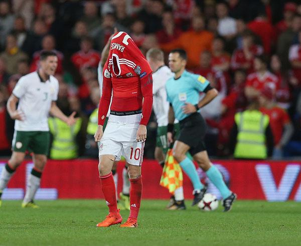 Khi tiếng còi kết thúc trận đấu vang lên ở Cardiff rạng sáng 10/10, Ramsey