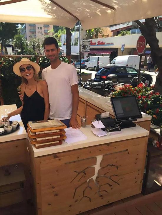 Tay vợt cựu số một thế giới đang là chủ một cửa hàng đồ chay ở Monte Carlo nơi cả nhà đang sinh sống
