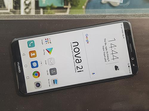 huawei-ra-mat-smartphone-vien-mong-4-camera-gia-5-9-trieu-dong