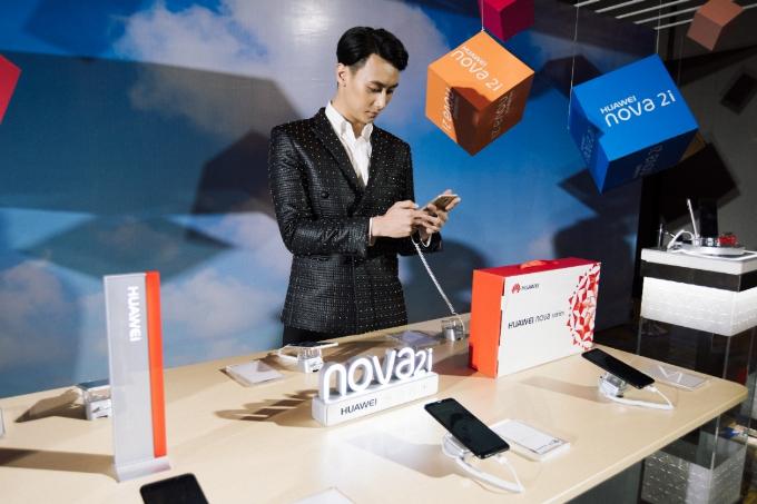 huawei-nova-2i-smartphone-tam-trung-gia-gan-sau-trieu-dong-2