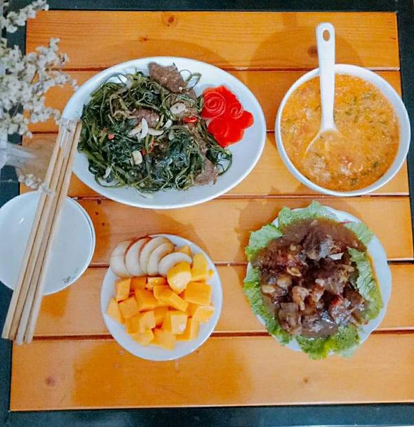 co-chi-ca-kheo-chi-tieu-voi-mam-com-50-nghin-dong-cho-ba-nguoi-5