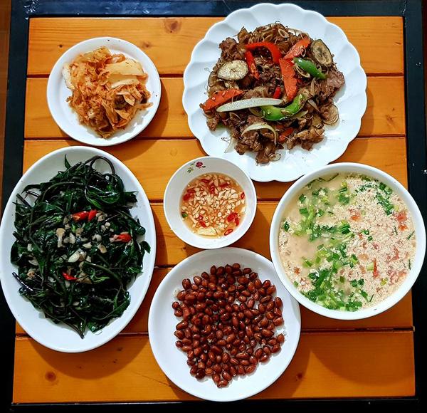 co-chi-ca-kheo-chi-tieu-voi-mam-com-50-nghin-dong-cho-ba-nguoi-2