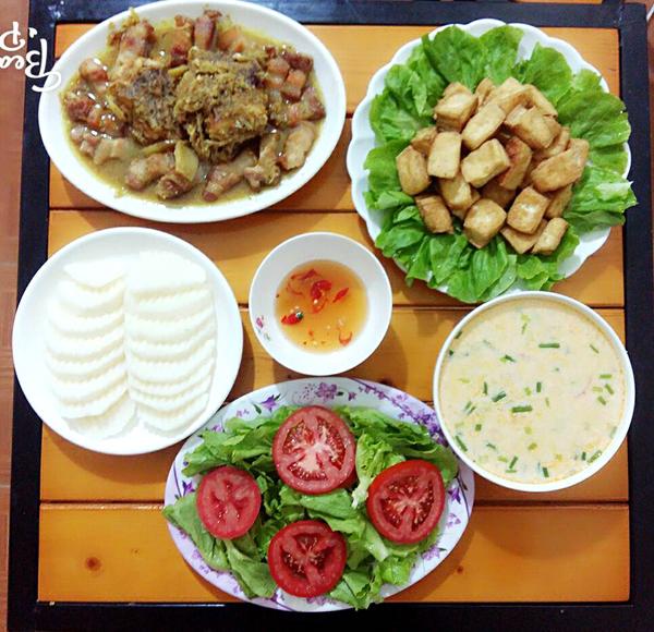 co-chi-ca-kheo-chi-tieu-voi-mam-com-50-nghin-dong-cho-ba-nguoi-4