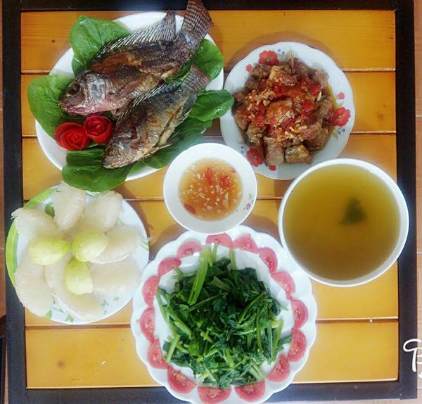 co-chi-ca-kheo-chi-tieu-voi-mam-com-50-nghin-dong-cho-ba-nguoi-3