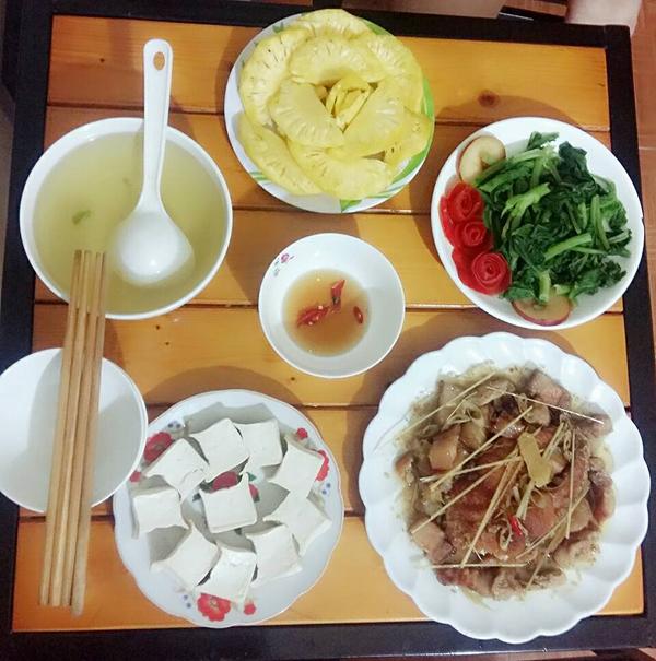 co-chi-ca-kheo-chi-tieu-voi-mam-com-50-nghin-dong-cho-ba-nguoi-8