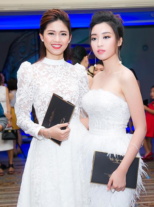 Thậm chí, cô thường xuyên bị so sánh với Á hậu Thanh Tú - người đẹp từng được kỳ vọng sẽ đăng quang cuộc thi hoa hậu năm đó.