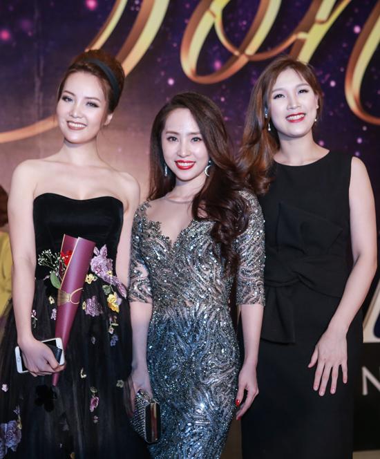 ngo-phuong-lan-khoe-sac-ben-a-hau-thuy-van-trong-dip-hoi-ngo-6