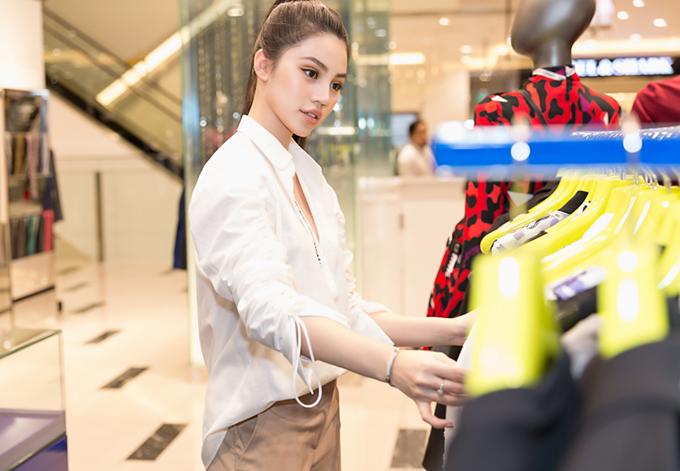 jolie-nguyen-manh-tay-dau-tu-hang-hieu-du-seoul-fashion-week
