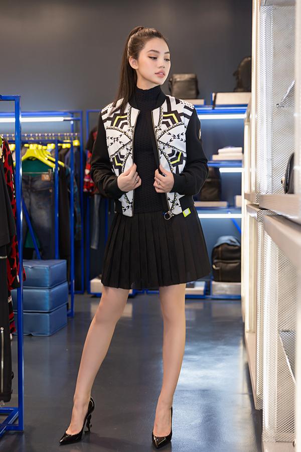 jolie-nguyen-manh-tay-dau-tu-hang-hieu-du-seoul-fashion-week-3