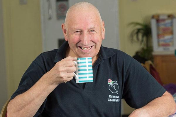 Ông Malcolm Applegate hiện hài lòng với cuộc sống trong trung tâm Emmaus Greenwich dành cho những người vô gia cư.