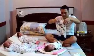 Bố 9X chóng mặt xoay xở mặc đồ, cho ba con sơ sinh bú sữa bình
