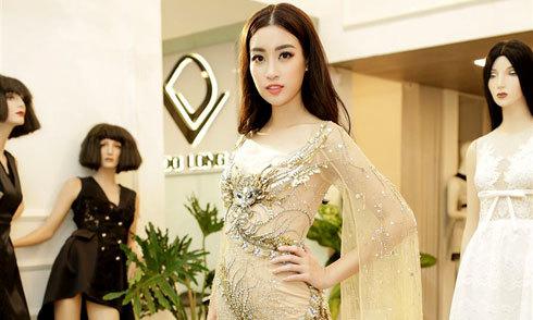Đỗ Mỹ Linh gấp rút thử trang phục thi Miss World