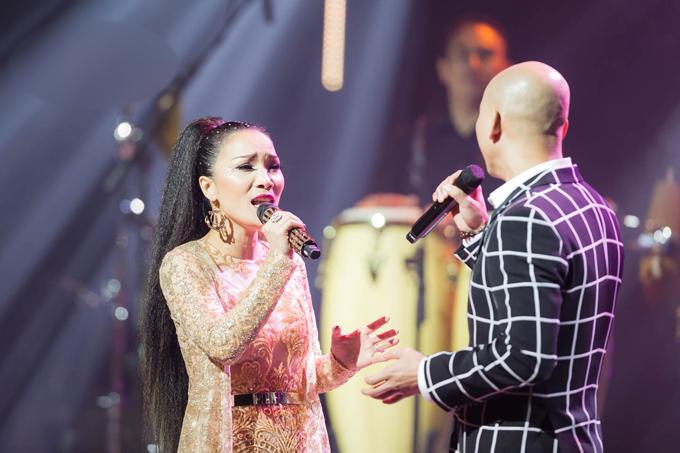 hong-ngoc-xuc-dong-cung-em-trai-hat-tang-me-trong-live-concert-20-nam-4