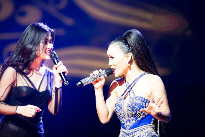 hong-ngoc-xuc-dong-cung-em-trai-hat-tang-me-trong-live-concert-20-nam-5