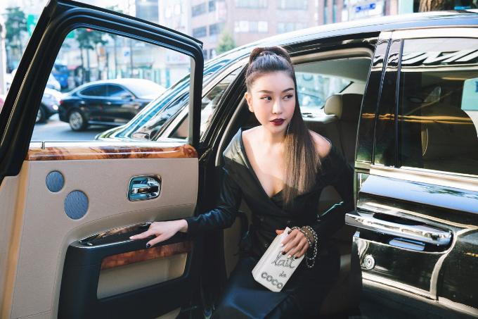 hoa-hau-lam-cuc-di-xe-sang-du-seoul-fashion-week