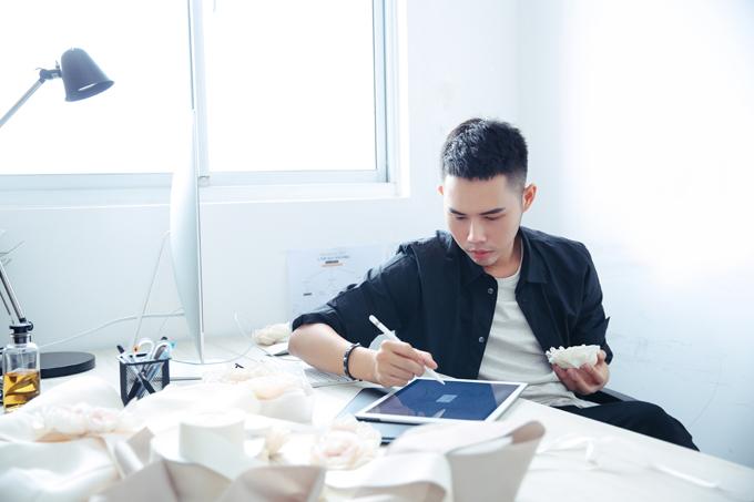 Lâm Gia Khang là một trong những nhà thiết kế 9X hiếm hoi tạo được ấn tượng riêng trên sàn thời trang, là cái tên duy nhất trong lĩnh vực thiết kế thời trang lọt Top 30 under 30 của tạp chí Forbes Việt Nam dành cho những cá nhân xuất sắc năm 2015.