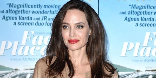 Angelina Jolie cũng chọn cho mình một kiểu tóc mới trong những ngày đầu thu.