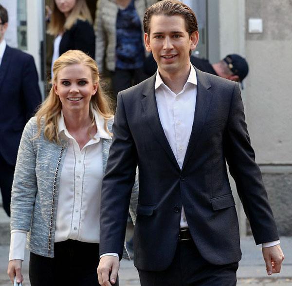 Ông Sebastian Kurz và bạn gái Susanne Thier trong ngày bầu cử hôm 15/10