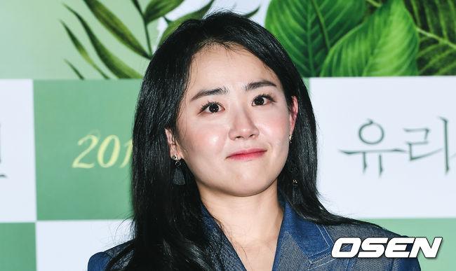 moon-geun-young-sau-bao-nam-van-mat-xoe-tron-trong-veo-4