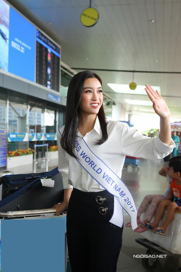 Đỗ Mỹ Linh sẽ có gần một tháng lưu lại Trung Quốc để tham gia các hoạt động trong khuôn khổ cuộc thi Miss World. Đêm chung kết diễn ra vào tối 18/11 tại thành phố Tam Á, tỉnh Hải Nam.