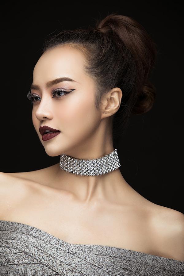 Điểm đặc trưng trong phong cách trang điểm Gothic là sử dụng các tone màu tối như nâu, đen,