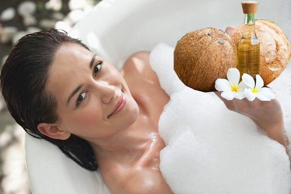 Dầu dừa là nguyên liệu làm đẹp an toàn cho các mẹ bầu.