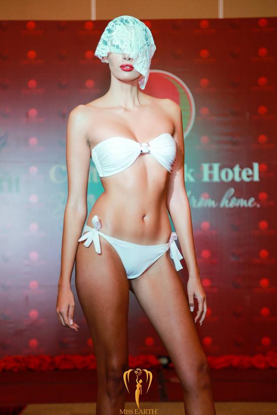 ha-thu-va-cac-thi-sinh-miss-earth-deo-mang-trinh-dien-bikini-6