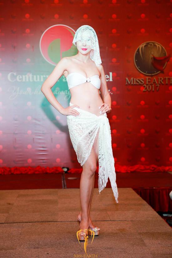 ha-thu-va-cac-thi-sinh-miss-earth-deo-mang-trinh-dien-bikini-9