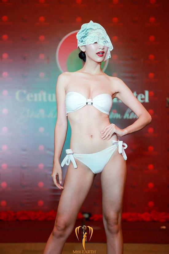 ha-thu-va-cac-thi-sinh-miss-earth-deo-mang-trinh-dien-bikini