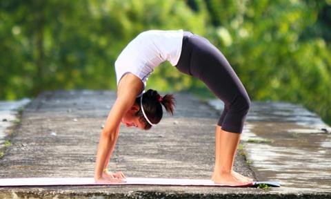 10 phút yoga tại nhà giúp thân hình dẻo dai, thon gọn