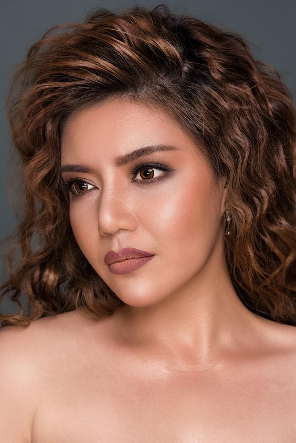 Bộ ảnh được thực hiện với sự hỗ trợ của Makeup: Hùng Việt, Hair: Gia Gia, Photo: fynz.