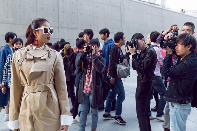 pham-huong-gay-chu-y-tai-seoul-fashion-week-3