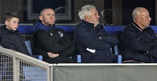 Rooney đưa bố vợ và con trai